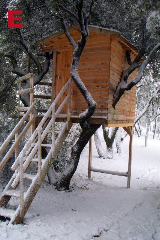 cabane_sous_neige_e.jpg