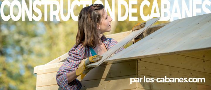 femme construisant une cabane-toit