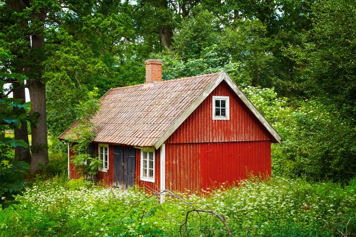 cabane rouge scandinave