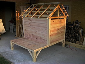 Une petite cabane sur pilotis pour enfants