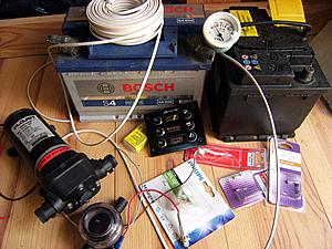 Kit issue du matériel bateau: voltmêtre, pompe, interrupteurs.
