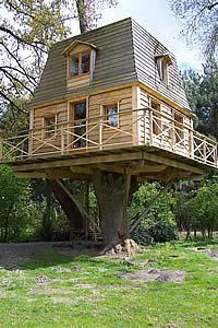 cabanes dans les arbres panorama des cabanes perch es les cabanes. Black Bedroom Furniture Sets. Home Design Ideas