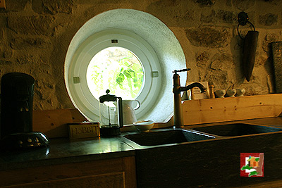 photo-cabane-hobbit-kitchen.jpg