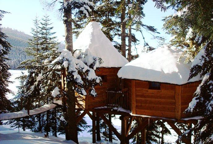 les cabanes des pyrénées sous la neige