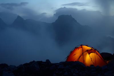 tente moderne, bivouac, trek