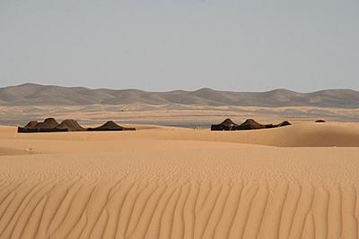 tente noire du désert