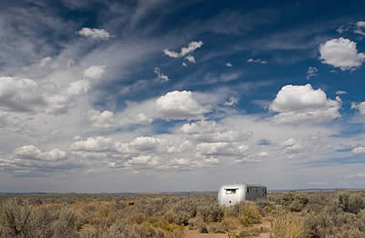 caravane airstream dans le désert