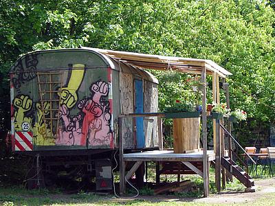 La caravane fixe, habitat alternatif